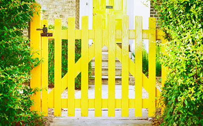 14 Ways to Prepare the Outside of Your Home to Sell